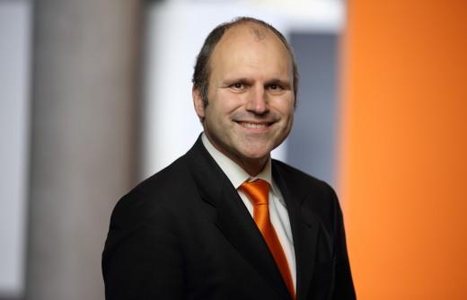 KUKA-Roboter-GmbH_Dr-Christian-Schloegel